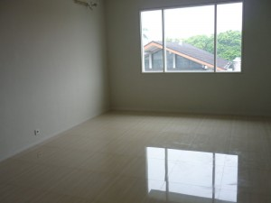 Townhouse For Rent: Compounding Area and Brand New House