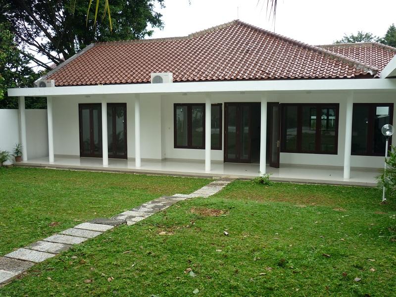 house for rent big backyard house close to hero kemang jl