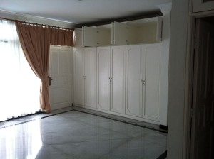 Simple white house for rent close to 7-11 at Bukit Hijau