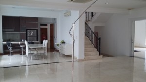 Colorful house for rent with furnished at Metro Alam